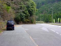 山間の駐車スペース