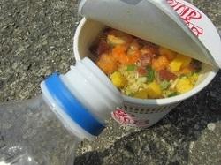 12_カップ麺水投入