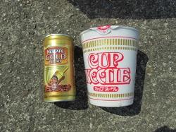 7_カップ麺とコーヒー缶