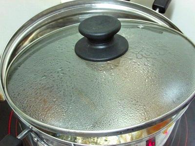 12_鍋蓋開ける2