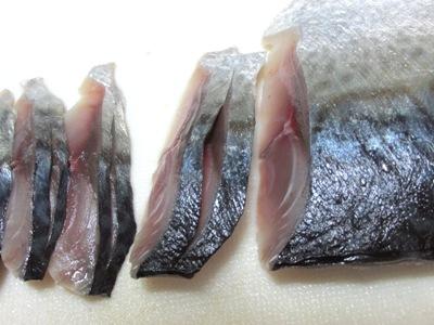 しめ鯖(中央切り目入れる)